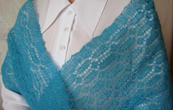 вязать ажурный шарф спицами