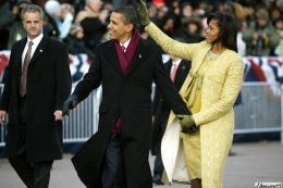 Obamas_walk_down_PA_Ave._1-20-09_hires_090120-N-0696M-546a.jpg